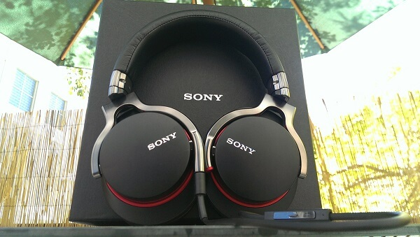 Sony MDR-1R Package