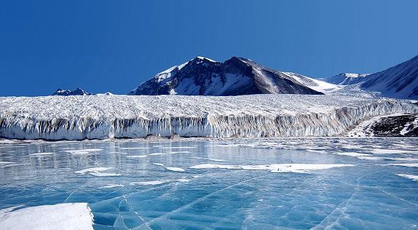 north pole glacier landscape