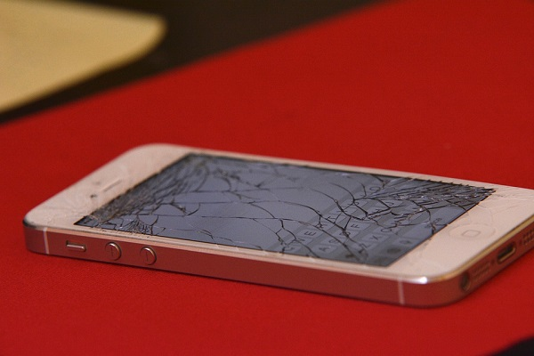 AT&T to offer cracked screen fix option if you have phone insurance