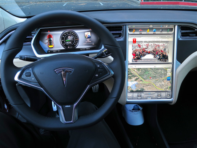 Tesla Model S Wheel and dashboard